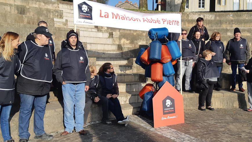 Des sacs de couchage pour dénoncer le mal-logement : action coup de poing de la Fondation Abbé Pierre à Metz