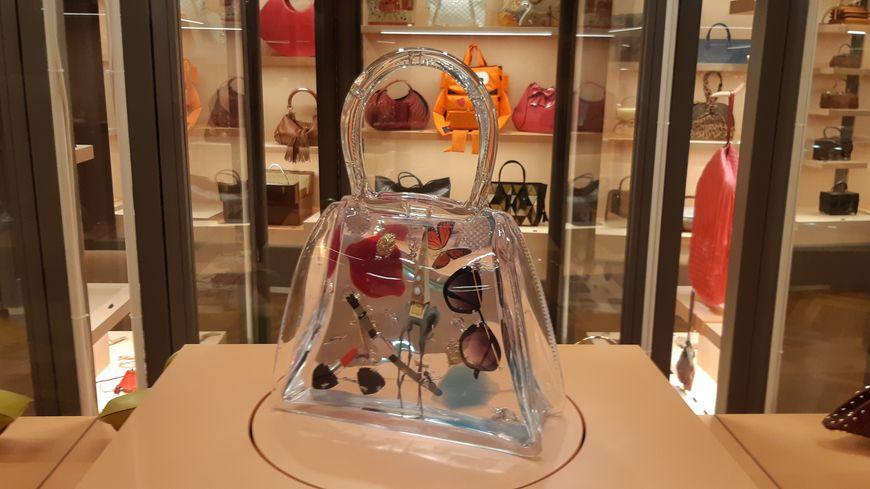 Sacs iconiques et bien précieux, exposition au Spielzeug Welten Museum de Bâle.