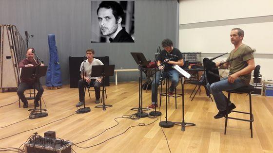Les Sonneurs en enregistrement à la Seine musicale et Pierre-Yves Macé (par Camille Tauveron) en vignette © Soizic Noël