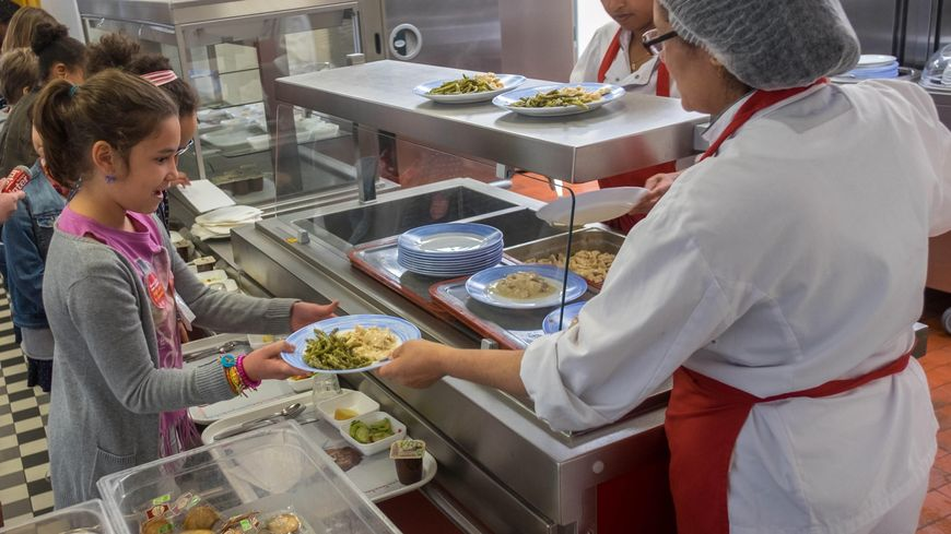 Les menus végétariens sont encore peu présents à la cantine à Paris selon Greenpeace