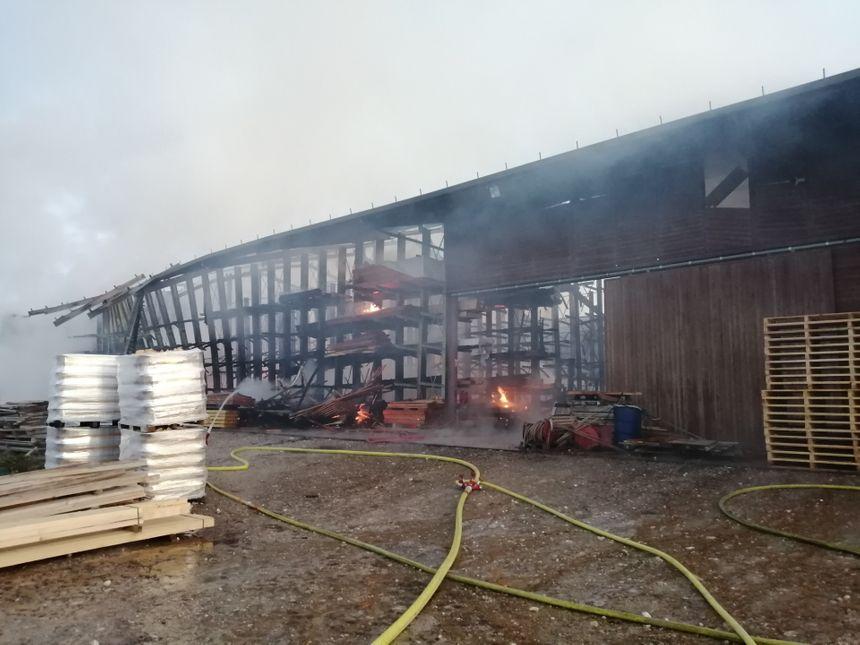 Les flammes ont ravagé le bâtiment dans la nuit de mardi à mercredi.