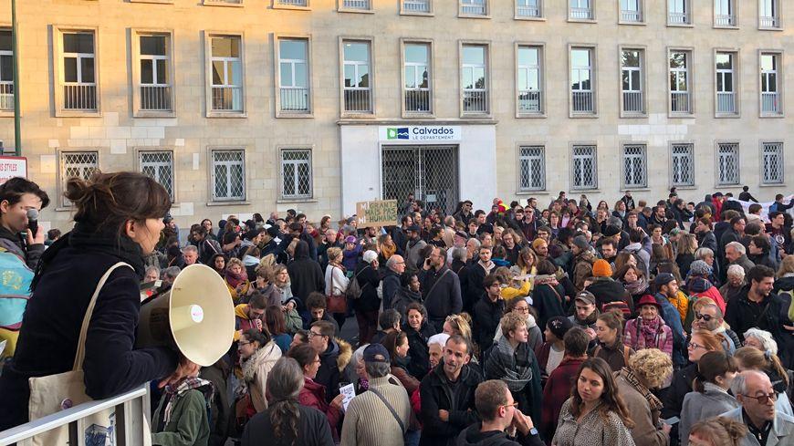 Plus de 500 personnes se sont rassemblées dans le centre-ville de Caen après l'évacuation du squat du Marais, mardi 22 octobre