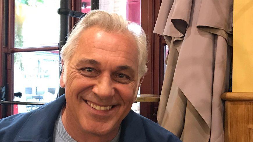 Stéphane Thébaut, l'animateur de la Maison France 5
