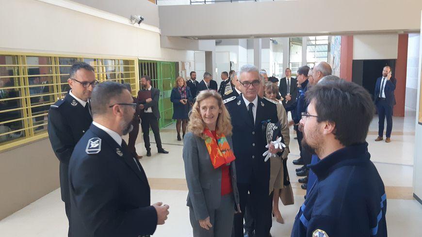 Nicole Belloubet la ministre de la justice a visité ce jeudi le quartier des femmes du centre de détention de Joux-la-Ville (Yonne) . Elle a rencontré le personnel et échangé avec les détenues