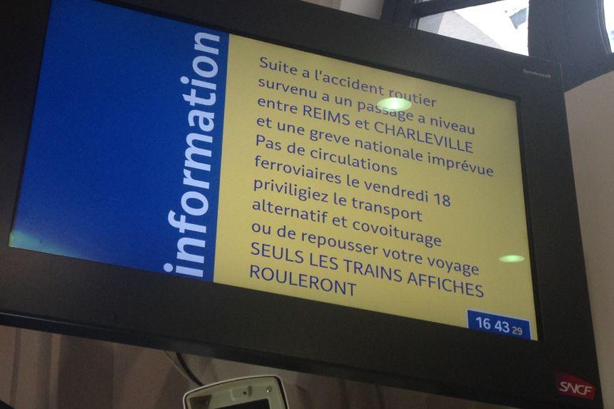 Message affiché sur un panneau dans la gare de Reims.