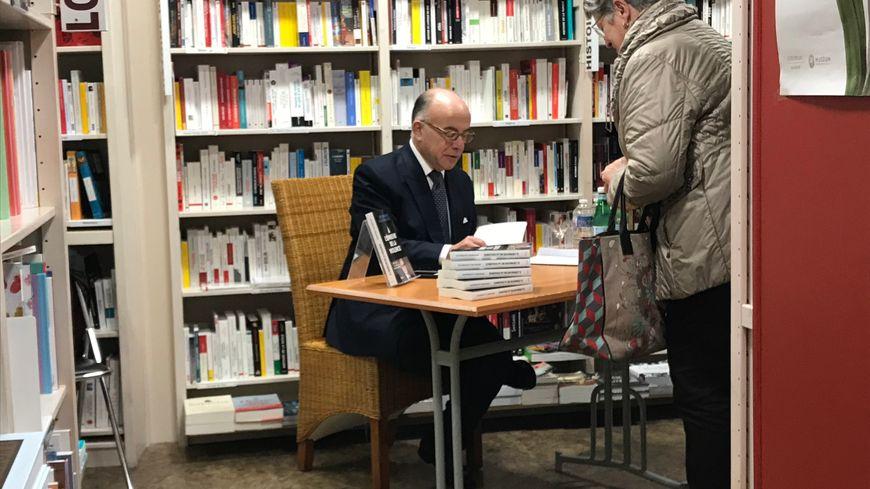 Bernard Cazeneuve est venu dédicacer son livre A l'épreuve de la violence à Cherbourg, le 19 octobre 2019.