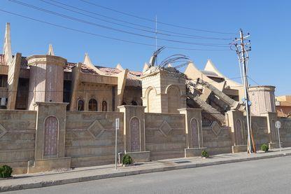 A Qaraqosh, le clocher de l'église est toujours effondré