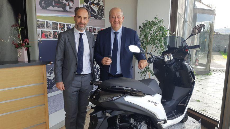 De g à d : Costantino Sambuy, directeur général de PMTC et Jean-Philippe Imparato, directeur général de la marque Peugeot