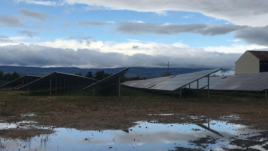 Panneaux solaires de l'autre centrale photovoltaïque à Saint-Cyprien, en face de la friche des Forges de la Becque.