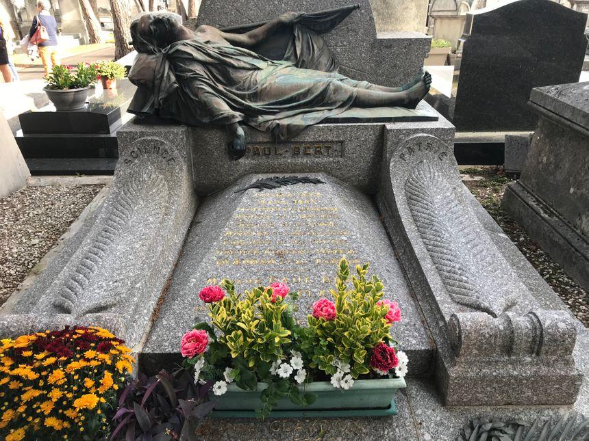 """La tombe de Paul Bert, la """"plus belle"""" de ce cimetière selon la guide"""