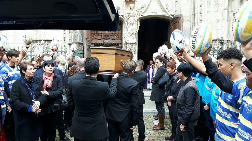 L'arrivée du cercueil à l'église Saint-Pierre d'Avignon