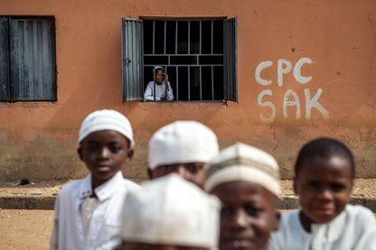 Des garçons devant une école coranique de l'Etat de Kaduna, dans le nord du Nigeria (19/01/2015)