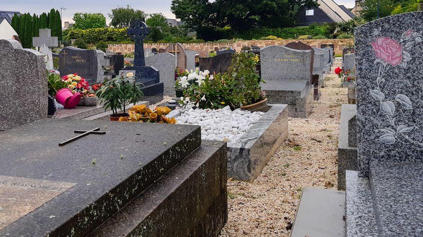 Appel à la vigilance : pendant que vous fleurissez vos tombes des voleurs risquent de cambrioler votre voiture