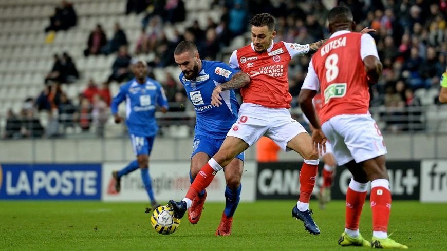 Anastasios Donis n'a pas marqué mais a été très actif contre Bourg-en-Bresse