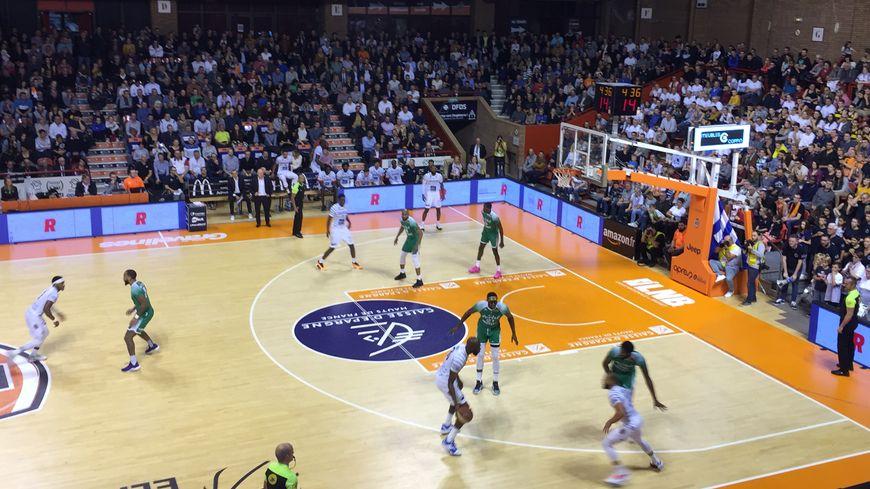 """Chaude ambiance à Sportica pour """"l'Opalico"""" le derby de basket de la Côté d'Opale"""