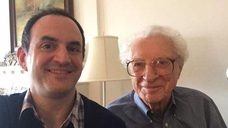 """Un Tony Award d'honneur : Sheldon Harnick, co-auteur de Un Violon sur le toit - """"Un mois à Broadway"""" 2/4"""