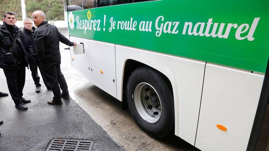 Megève et Chamonix : les stations de ski de Haute-Savoie misent sur les bus au gaz naturel - France Bleu