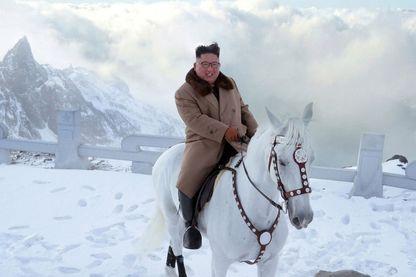 Des photos de Kim Jong Un à cheval qui ne sont pas aussi anodines que cela