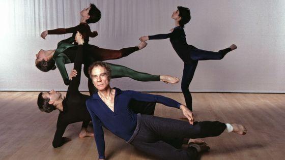 Le chorégraphe Merce Cunningham et ses danseurs