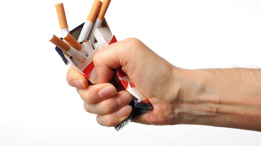Paquet de cigarettes écrasé