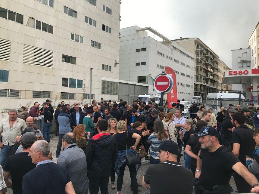 Beaucoup de monde venu soutenir Jospeh Colombani, entendu par les enquêteurs