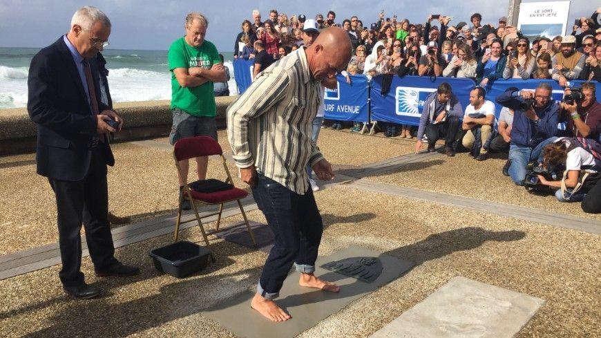 Le champion du monde de surf Kelly Slater a déposé son empreinte à la Chambre d'Amour à Anglet