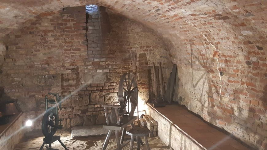 La cave voûtée où travaillait les anciens tisserands