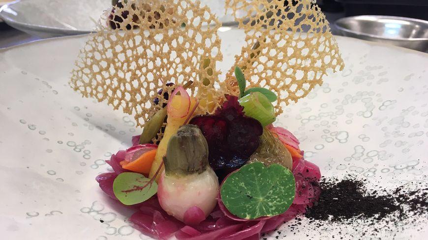 Une assiette de petits légumes