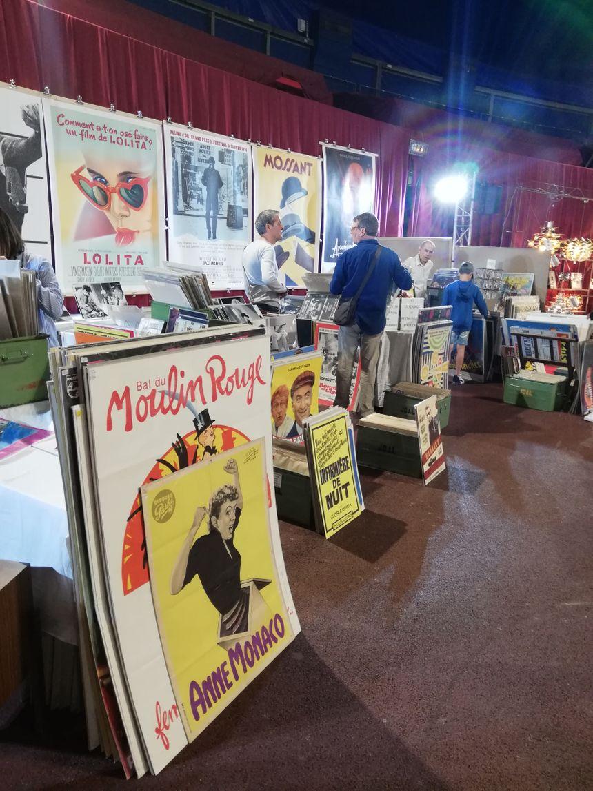 Des affiches au salon du vintage à Monaco
