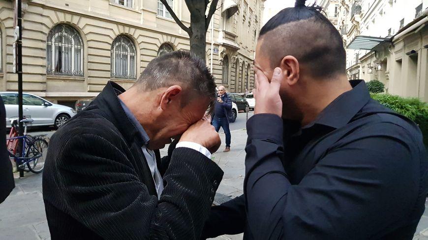 A l'issue de l'entrevue, l'émotion de Patrick et Giovanni Varlet, le père et le frère d'Aurélia, tuée en 2013 par son ex-compagnon à la Rivière Drugeon.