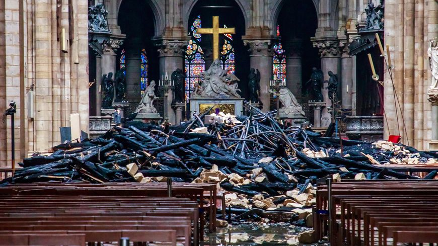 Vue de l'intérieur de Notre-Dame-de-Paris