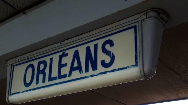 Panneau en gare d'Orléans