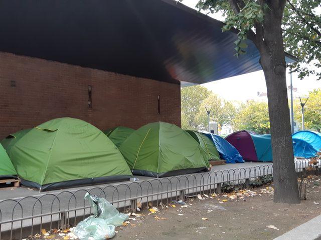 Un campement de migrants, avenue Wilson, à Saint-Denis