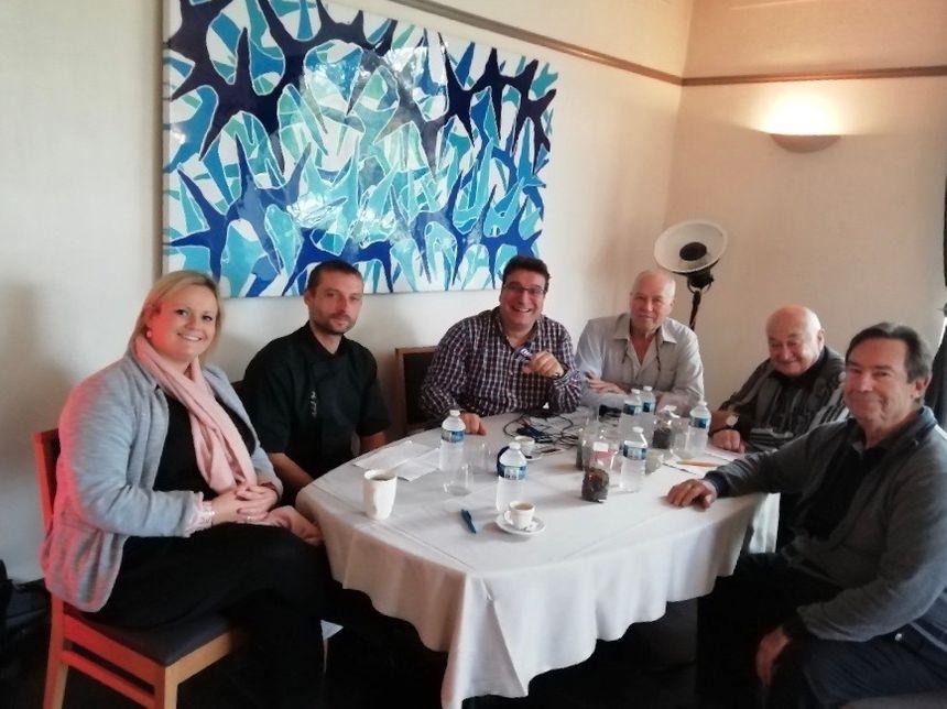 de gauche à droite : Juliette, le chef Michael Bois, Franck, Serge, Bernard Xueref et Jean-Marie Luccani