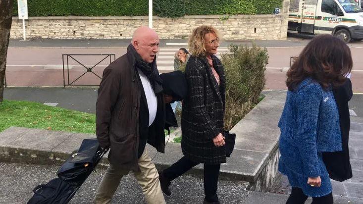 Elisabeth Bonjean, la maire de Dax, avec son avocat devant le tribunal correctionnel de Bayonne en décembre 2018.
