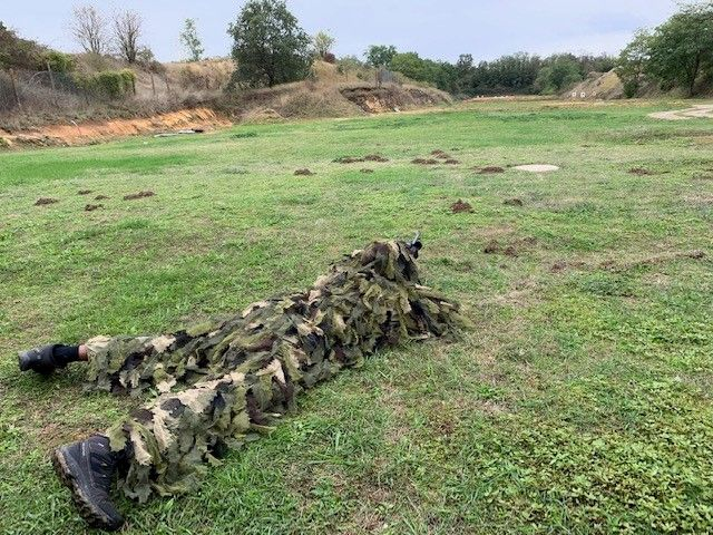 Durant chaque semaine de permanence, les gendarmes de l'antenne GIGN vont deux fois s'entraîner au tir sur des cibles à 100, 200 et 300 mètres   - Radio France