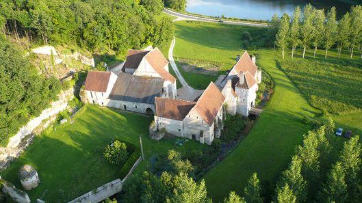 Le château-monastère de La Corroirie sera ouvert pour un dîner ce samedi 19 ocotbre au soir (complet).