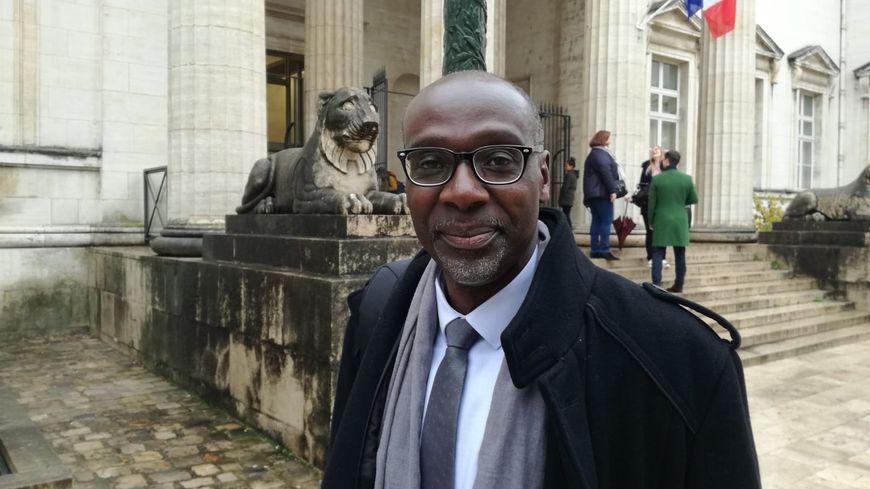 Youssoufi Touré, devant le palais de justice d'Orléans