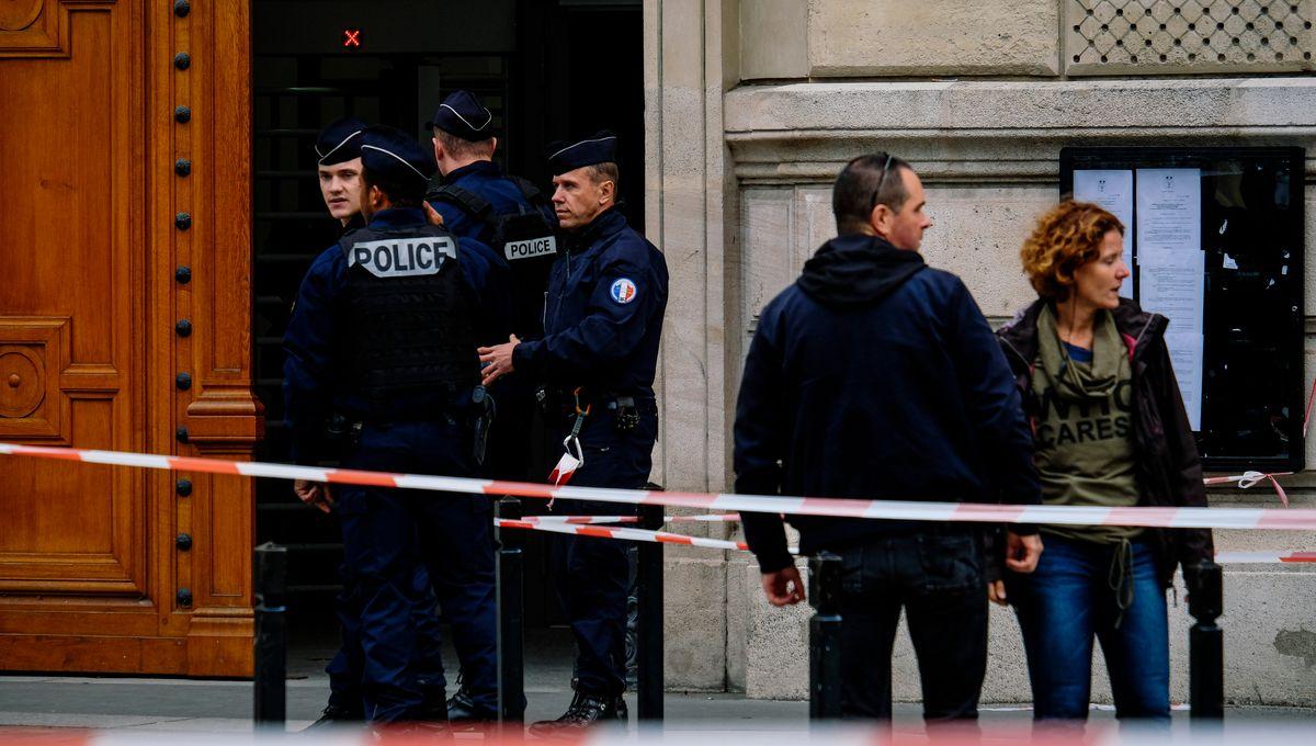 Attaque à la préfecture de police de Paris : ce que l'on sait sur la clé USB retrouvée dans le bureau du tueur