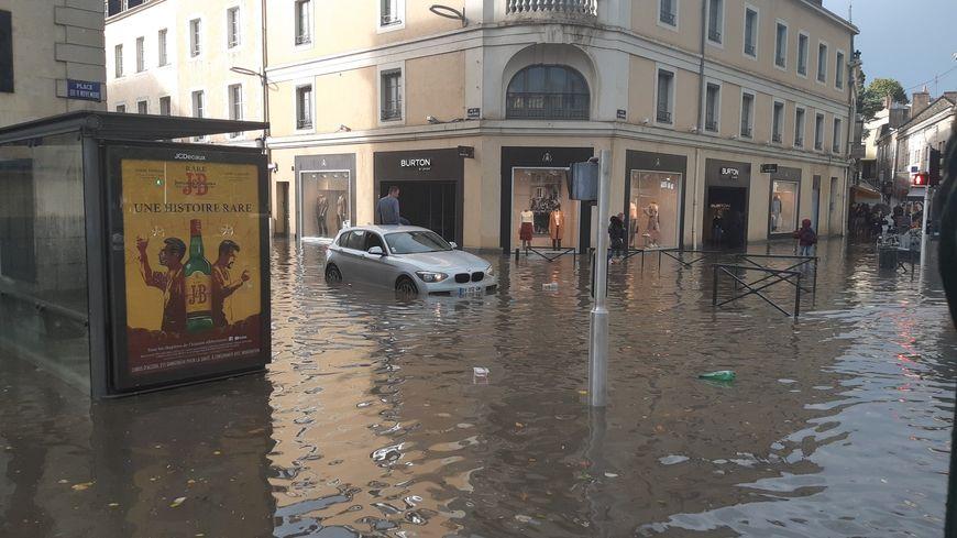 Le centre-ville de laval les pieds dans l'eau