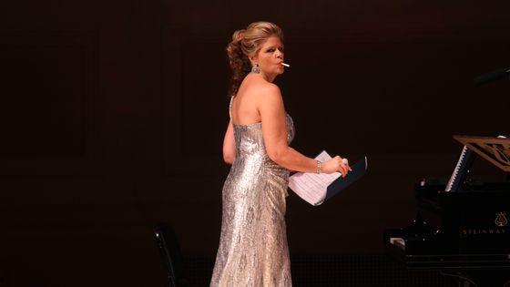 La mezzo-soprano Susan Graham, lors d'un récital avec la soprano Renée Fleming et le pianiste Bradley Moore, au Carnegie Hall de New York en 2013