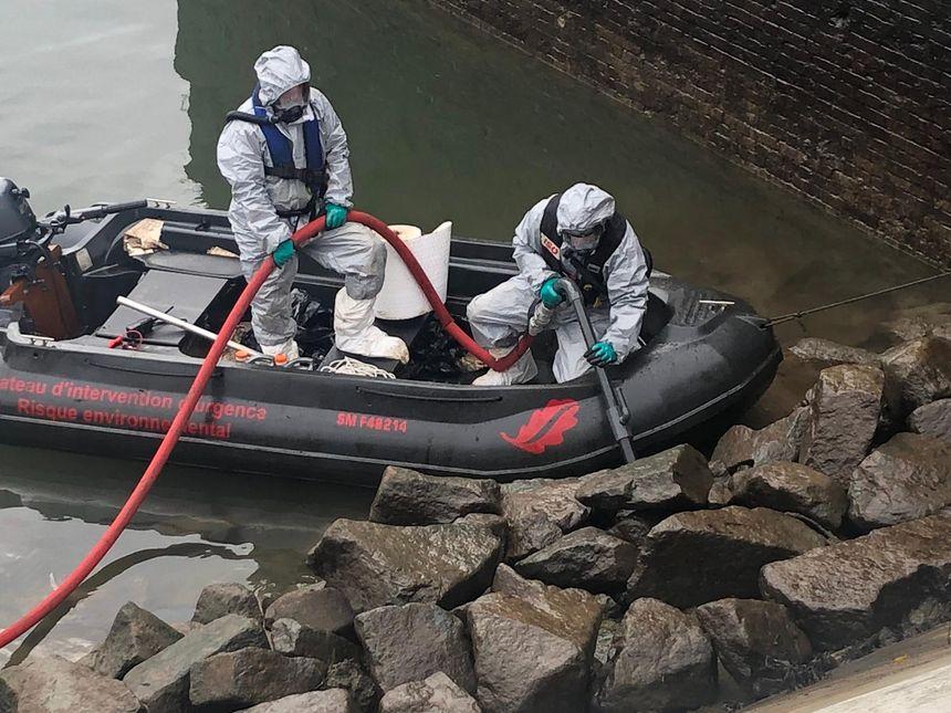 Les équipes de Séché Urgences Interventions mobilisées à Rouen.