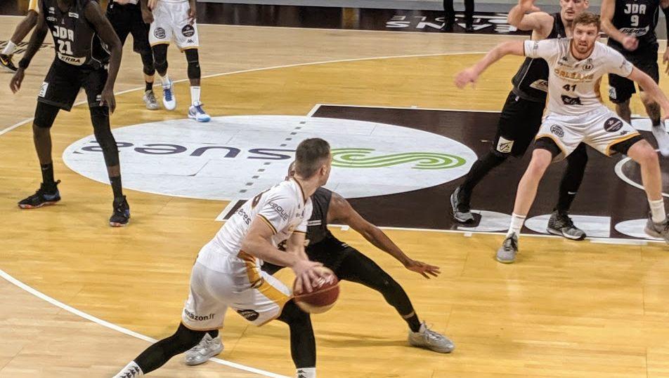 L'Orléans Loire Basket largement battu à domicile par Dijon