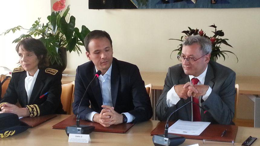 Cédric O, secrétaire chargé du numérique, aux côtés du maire de Vierzon, Nicolas Sansu