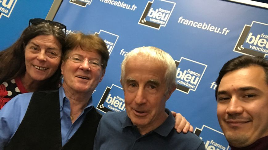 """Nathalie MAZET, Guy BONNET, Bernard ASTIER et Paulin REYNARD à l'occasion de la présentation de """"La Provence au fond du coeur""""."""