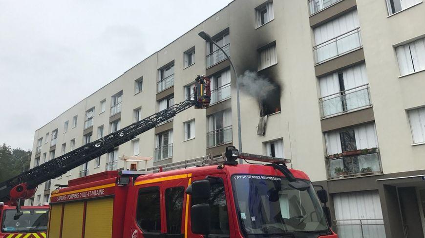 Le feu a pris au deuxième étage de l'immeuble.