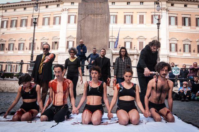 Des militants XR sur la Piazza Montecitorio (Rome).