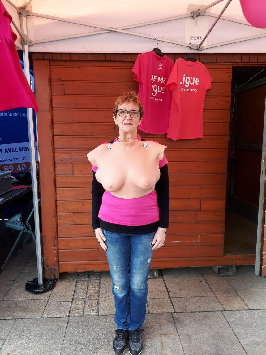 Véronique, l'une des femmes qui a testé le buste en silicone