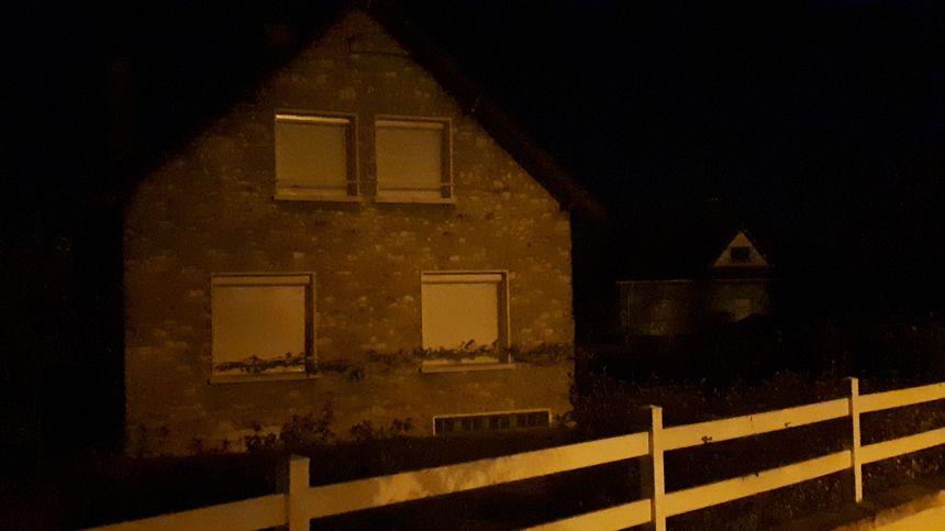 La maison de Limay (Yvelines) a été perquisitionnée dans la nuit  dans le cadre de l'arrestation par la police écossaise d'un homme présenté comme étant Xavier Dupont de Ligonnès.