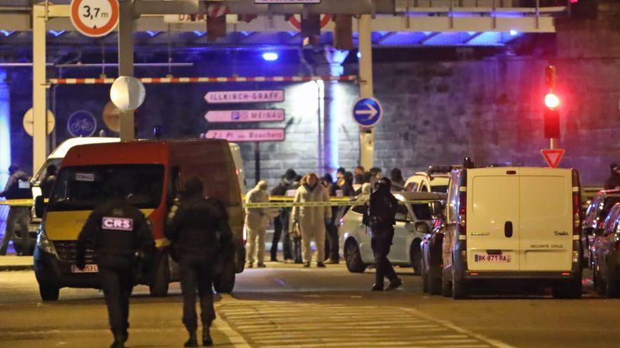 La police scientifique dans la rue du Lazaret, dans le quartier du Neudorf, à Strasbourg, où a été abattu Cherif Chekatt par la brigade spécialisée de terrain (BST) le 13 décembre 2018.